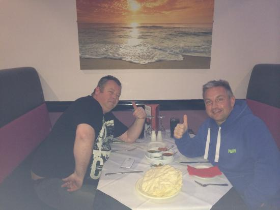 Garlic Indian Cuisine: Adam & Mark enjoying the excellent food on offer at Garlic in Hyde