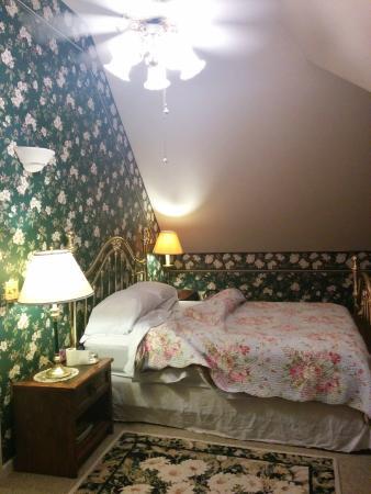 Harrison House Bed & Breakfast: The bedroom