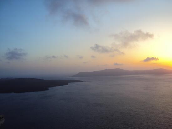 Sunset Day Tours: Sunset in Fira, Santorini