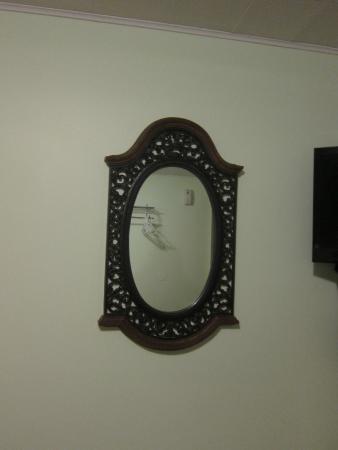 Wonderland Motel: mirror