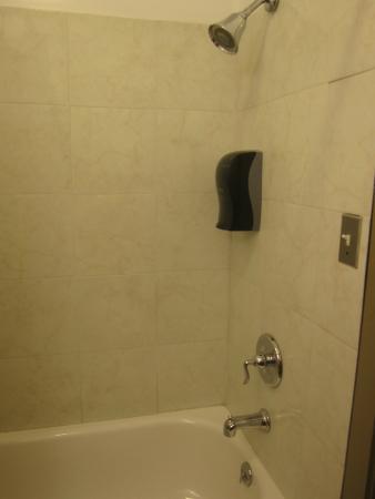 Wonderland Motel: with body wash