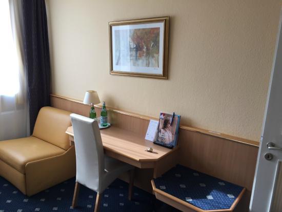 Hotel Royal : Sitting Area / Desk.  Room #50