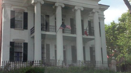 Chatillon-DeMenil Mansion