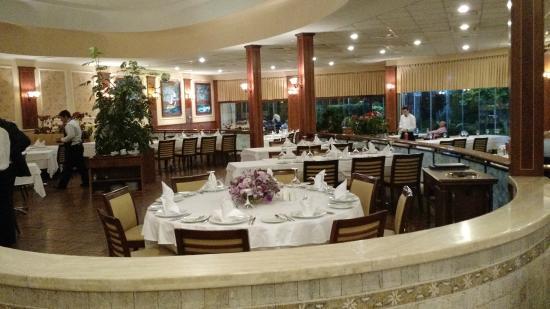 Kasibeyaz Florya : Visão geral do interior do restaurante.