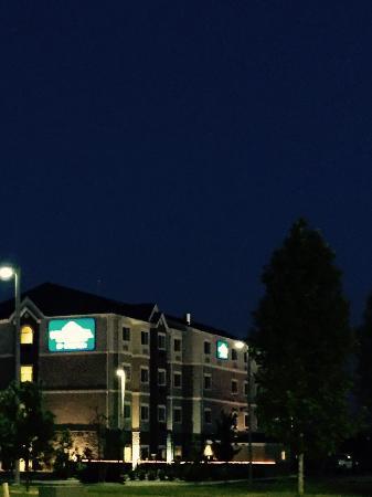 Microtel Inn & Suites by Wyndham Opelika: Entering Microtel
