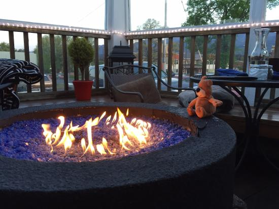 LD's Woodfired Grill: Deck firepit