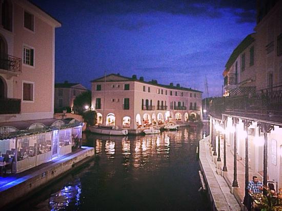 Port Grimaud de nuit