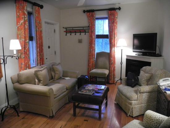 Inn at Montchanin Village : The Morgan Living Room