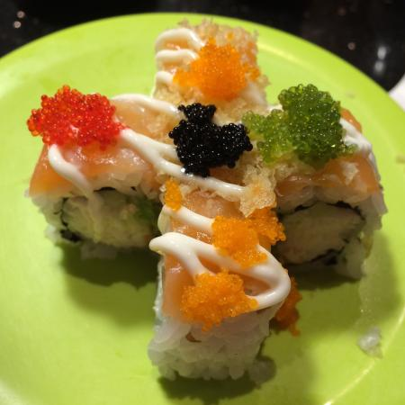 Belt Sushi and Roll: Great presentation!