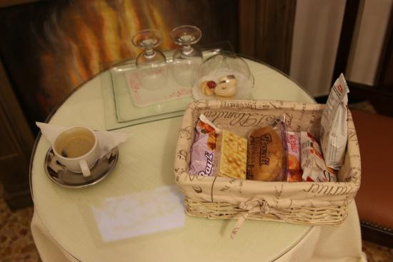 Affittacamere Ilda: Breakfast - tasted a lot better than it looks