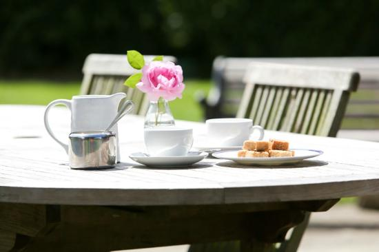 Wilderness Bed & Breakfast: Breakfast on the Patio - Weather permitting!