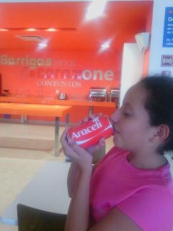 One Silao : Disfrutando de un refresco.