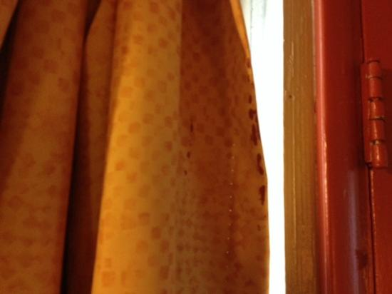 Travelers Inn: Stains (blood?) on same drape