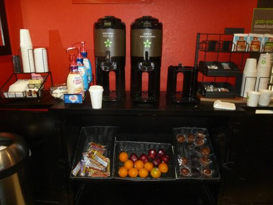 Extended Stay America - Pittsburgh - West Mifflin: cotinental breakfast in the lobby