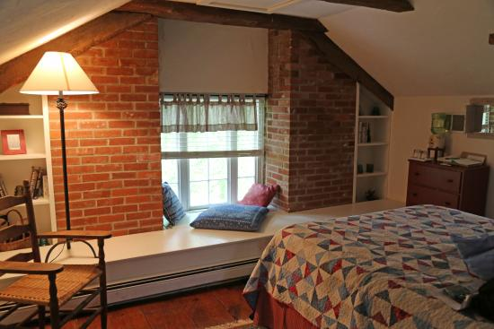 The Lightner Farmhouse: Our Room in the Pine Suite (attic)