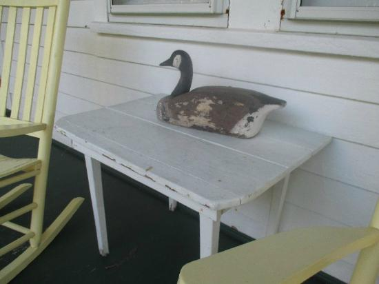 Crews Inn B&B: Awesome decoy collection