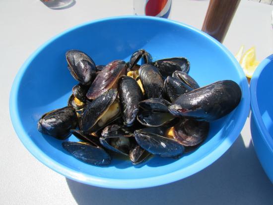 Shaw's Landing: Garlic Butter Mussels