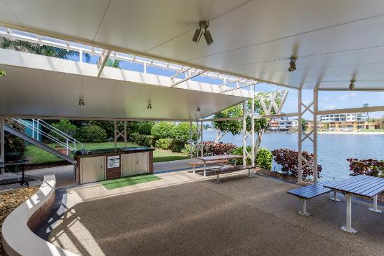 Waterways Luxury Apartments : BBQ Area