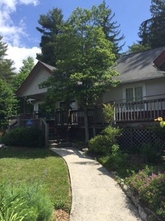Highland Lake Inn & Resort Hendersonville: Office, small gift shop, sodas