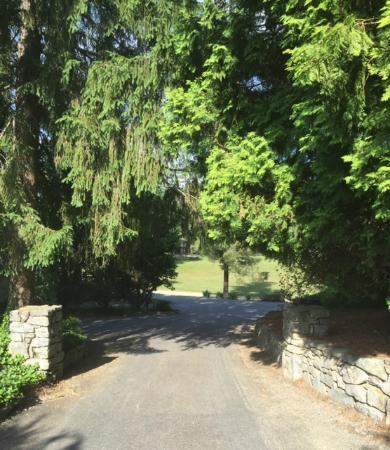 Highland Lake Inn & Resort Hendersonville: Outside the Lodge