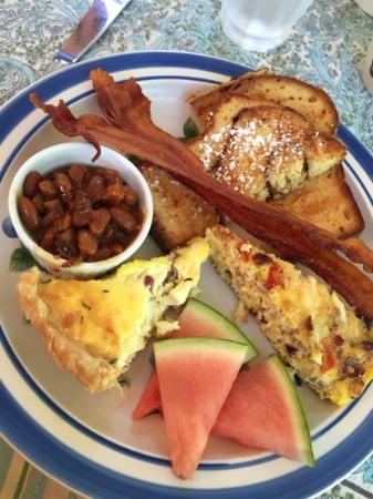 James Place Inn Bed and Breakfast: Just one of many fabulous breakfasts!
