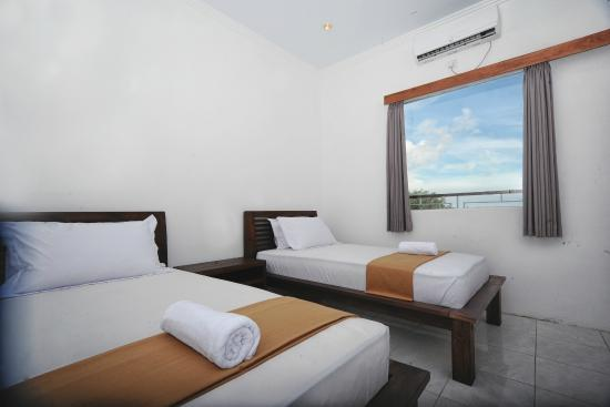 Premier Surf Camp: Deluxe Twin Bedroom