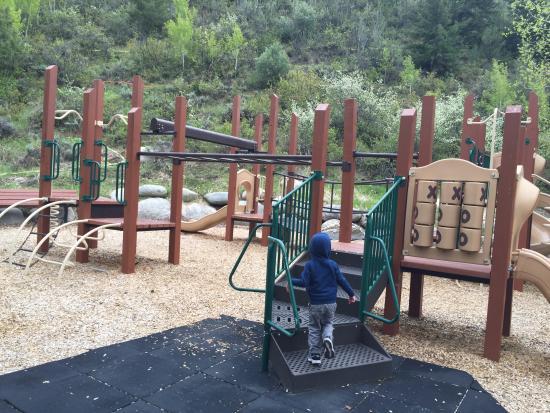 Arrowhead Village Condominiums : Playground
