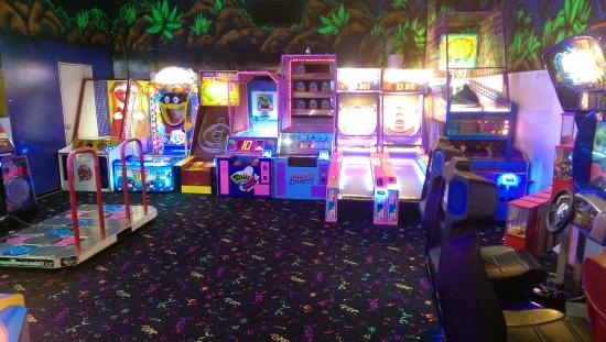 The Fun Factor Family Fun Centre - Pirates Mini Golf & Laser Tag: Lots of games for all ages!