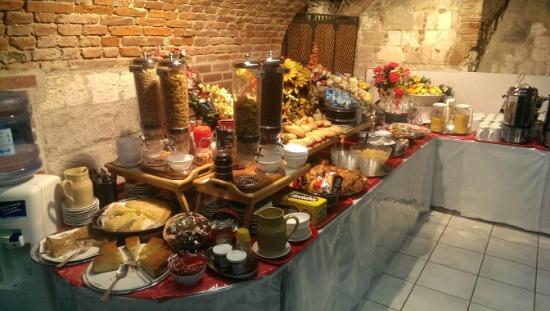 Hotel Les Trois Luppars: Breakfast is served