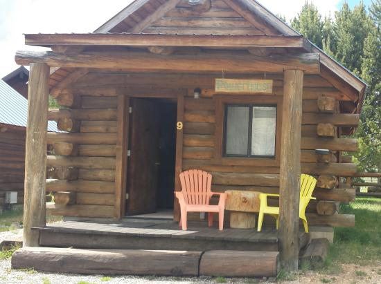 Triangle C Ranch : Outside view of cabin 9