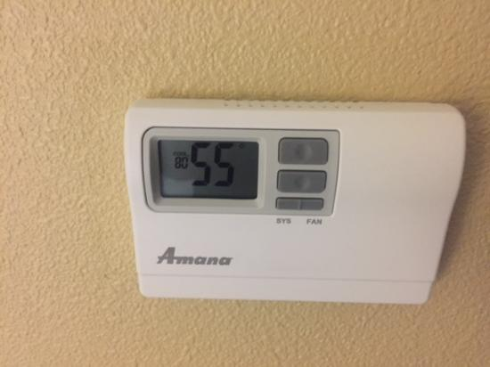 Hampton Inn & Suites Dallas-DFW ARPT W-SH 183 Hurst: Room actually warmed up to 55 by the time we were offered a new room.