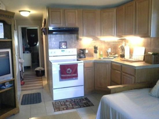 Makaha Surfside Condominium : Kitchen/ Living Room Combo looks out to ocean