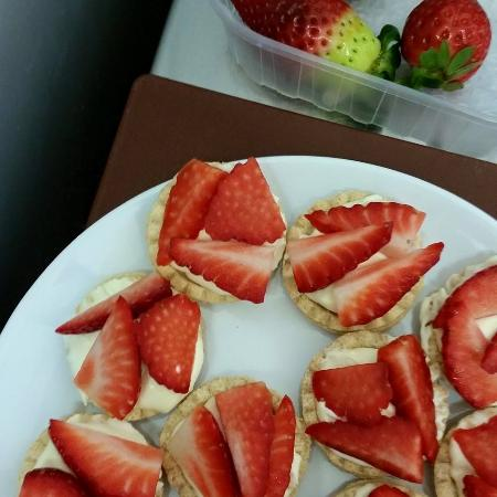 Glenfarg Hotel Restaurant: Strawberry Tarts for Afternoon Tea