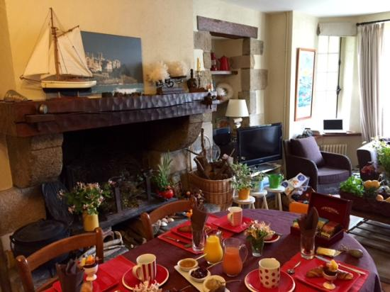Le Vieux Logis : salle à manger, petit déjeuner
