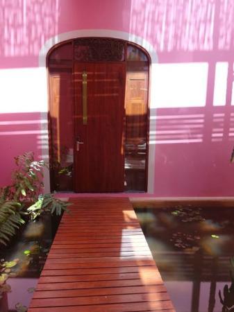 Rosas & Xocolate Boutique Hotel & Spa: Entrance to Room