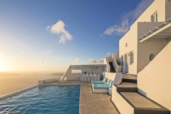 Astra Suites: Pool area