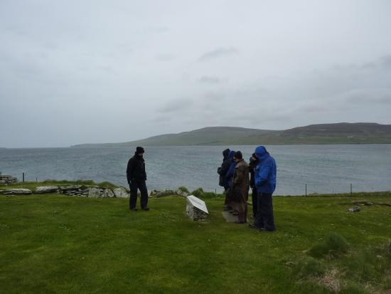 Orkney Archaeology Tours : A cold wet day