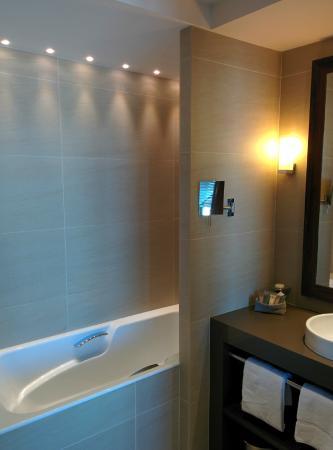 Hotel Le Nouveau Monde: Salle de bain