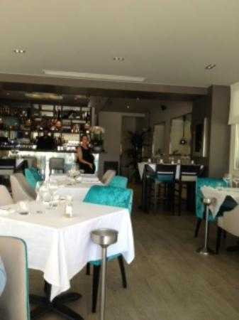 Salle de restaurant photo de au vieux port le lavandou tripadvisor - Restaurant le lavandou port ...