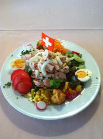 Restaurant Alpegloggli: Pouletsalat und Wurstkäsesalat