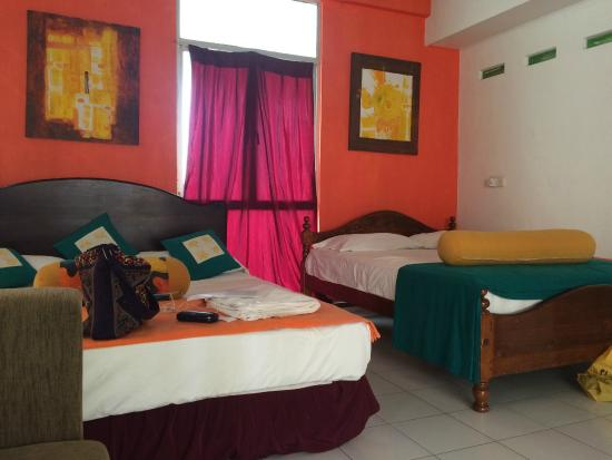 Colombo Haven Bed & Breakfast: The two queen beds!