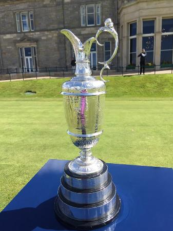 Glenderran Guest House : Claret Jug on display at the Old Course