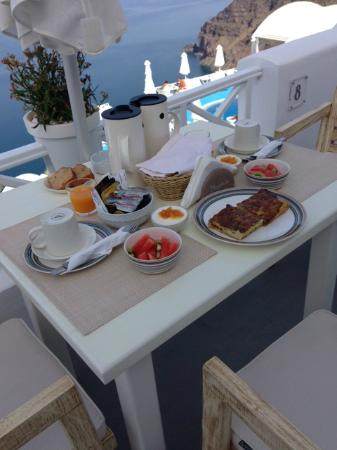 Manos Small World: One of the breakfasts we had