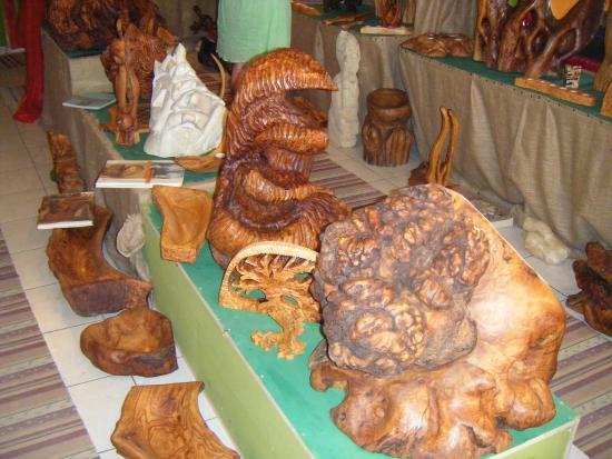 Elafonissi, Greece: sculture in legno di ulivo  dell'artista TSOURIS Manolis
