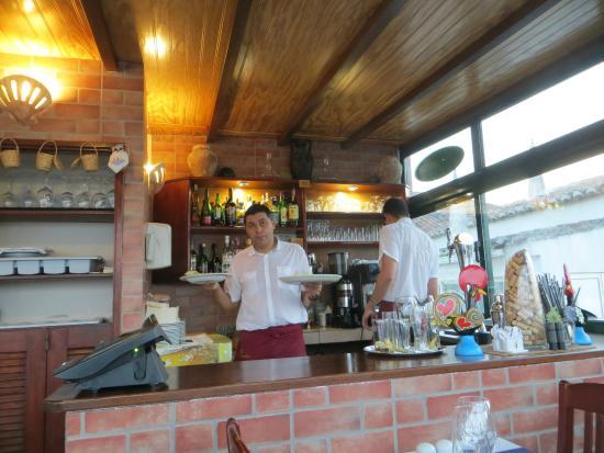 Navegador Restaurant: Expert wait staff!