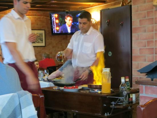 Navegador Restaurant: Flaming crepes for dessert
