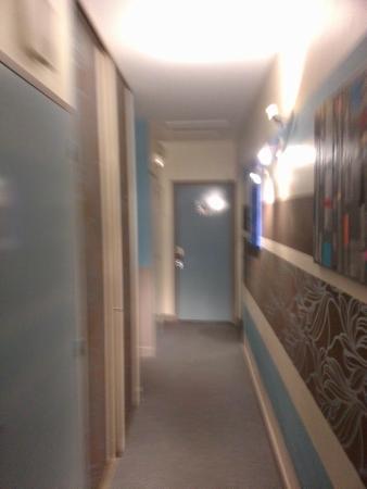 Hotel Michelet : Couloir donnant accès aux chambres de l'étage