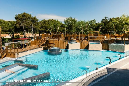 Camping avec piscine couverte picture of camping club for Camping mimizan avec piscine