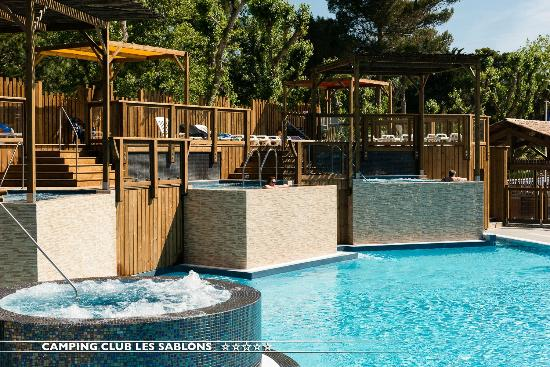 Camping avec piscine couverte picture of camping club for Camping bretagne piscine couverte