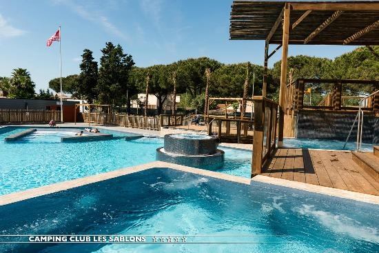 Camping avec piscine couverte picture of camping club for Camping var avec piscine